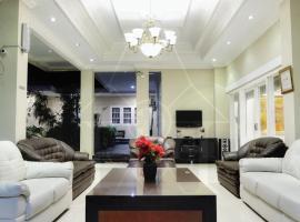 Wisma Halim Villas & Conference, hotel with parking in Cianjur
