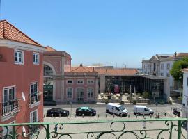 Alfama Apartment with Balcony, hotel near Santa Apolonia Metro Station, Lisbon