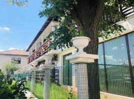 """Villa Adrian, хотел близо до Природен резерват """"Камчия"""", Шкорпиловци"""