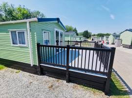 12 Borwick Lakes by Waterside Holiday Lodges, hotel in Carnforth