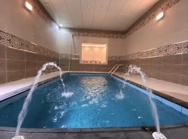 Taif promise Chalets, hotel with pools in Taif