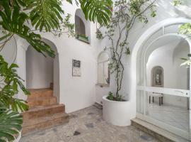 I Tre Soli, villa in Capri