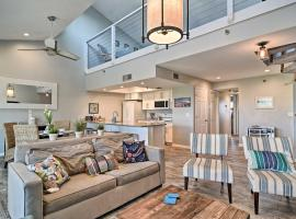 Sunny Condo with Pool Walk to Indian Shores BCH, villa in Clearwater Beach
