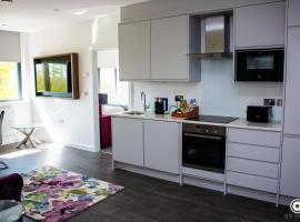 LuxuStay Serviced Apartments, hotel in Milton Keynes