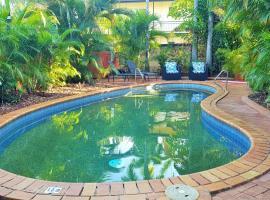Coconut Grove Holiday Apartments, hotel near Darwin International Airport - DRW,