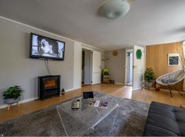 "Nicolas Apartment 1 ""Nice & Cozy"" Central 2 Rooms, feriebolig i Stavanger"
