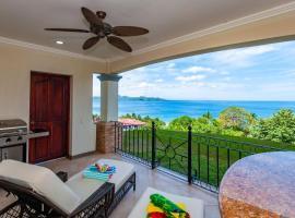 Oceanica 810 - Short walk to the beach, hotel in Playa Flamingo