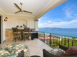Luxury 2 bedroom condo with ocean view - Few steps from beach, hotel in Playa Flamingo