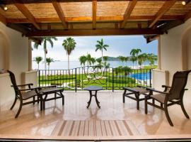 Beachfront Luxury condo with 2 swimming pool, hotel in Playa Flamingo