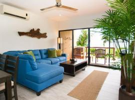 Recent remodeled 2-bedroom beachfront condo, hotel in Playa Flamingo