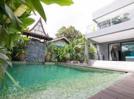 Elegance at Coastal Glow Villa, villa in Ko Chang