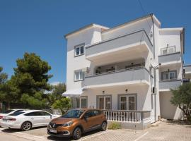 Apartments Lovrić, hotel in Vodice