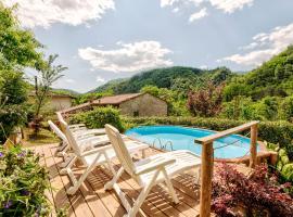 Serene Holiday Home in Bagni di Lucca with Private Pool, hotel in Bagni di Lucca