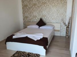 YANNIS GUEST HOUSE, guest house in Costinesti