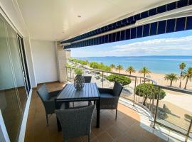 Duplex davant mar, hotel near Ciutadella Roses, Roses