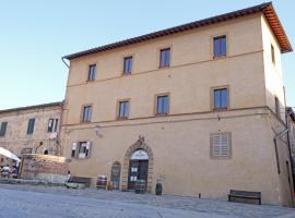 Rooms and Wine al Castello, guest house in Monteriggioni