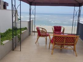 DEPARTAMENTO CON PISCINA PRIVADA FRENTE PLAYA CABALLEROS, hotel in Lima