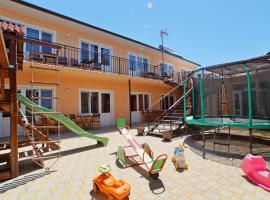 Гостевой дом Янтарный, budget hotel in Vityazevo