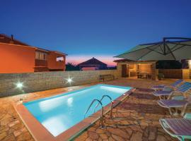 Luxury Villa Maria with Pool, hotel near Zadar Airport - ZAD,