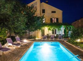Apartments Villa Roza, hotel near ACI Marina Dubrovnik, Mokošica