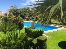 Bonita y moderna habitación a 300m de la playa, hotel in Benalmádena
