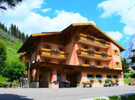 Villa Clara, hotel in Canazei