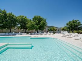 Hotel Le Mimose, hotel with jacuzzis in San Teodoro