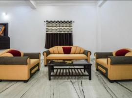 HOTEL MOONLIGHT, hotel near Maharana Pratap Airport - UDR,
