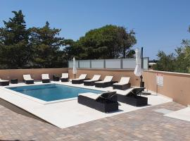 Poolside Hideout Apartments, hotel with pools in Novalja