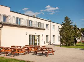 Hotelik Pod Akacjami, hotel near Zielona Gora/Babimost Airport - IEG, Zbąszyń