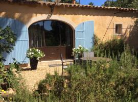 Le Bois De La Cour, hotel in Roussillon