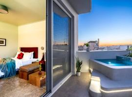 Top Floor Getaway, Balcony and Private Pool + Acropolis View!, hotel in Athens