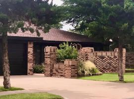 Homestead House - In Shadow Hills Golf Course Division Home, vacation rental in Lubbock