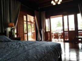Passara Wooden House, hotel in Nan