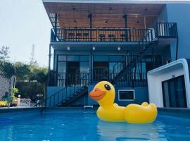 OYO 1098 Phu Patra Resort, hotel in Ko Si Chang