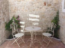 LiL House with terrace - Center Rovinj, budget hotel in Rovinj
