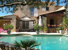 Villa Solary, family hotel in Le Pontet