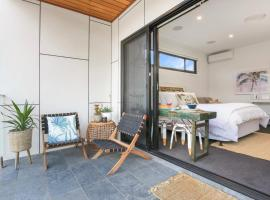 Eternity 141 - Room with private bathroom, balcony bed & breakfast, hotel near Jamberoo Action Park, Lake Illawarra