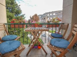 Artistic luxury flat with Colosseum view, apartment in Pula