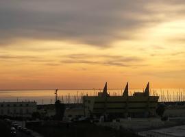 Grande, Vista Mare a 2 Passi dalla Spiaggia, apartment in Lido di Ostia