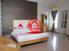 OYO 1098 Rego Hotel, отель в городе Палу