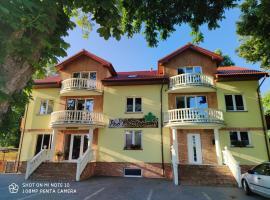 Pokoje Gościnne Pod Kasztanami – hotel w pobliżu miejsca Park Jana Pawła II w Łebie