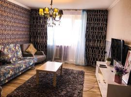 3х комнатные апартаменты в центре, hotel in Pavlodar