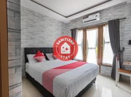 OYO 1769 Mahayun Residence Syariah, hotel near Blu Plaza, Bojongkulur Dua