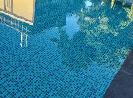 Home stay riskiy, villa in Mataram