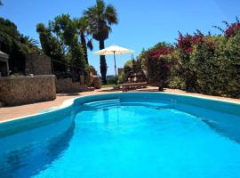 Villa + pool on the beach, hotel with jacuzzis in Villasimius