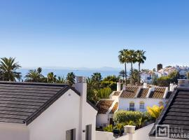 Estepona Sunsets - Modern 3-BR Beachside Apartment, lägenhet i Estepona