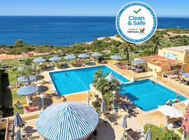 Hotel Baia Cristal Beach & Spa Resort, hotel in Carvoeiro