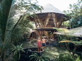 HIDEOUT BALI - Eco Bamboo Home, pet-friendly hotel in Ngadipuro