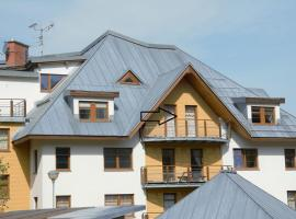 Kids friendly and panoramic, overseeing an easy ski slope, hotel in Rokytnice nad Jizerou